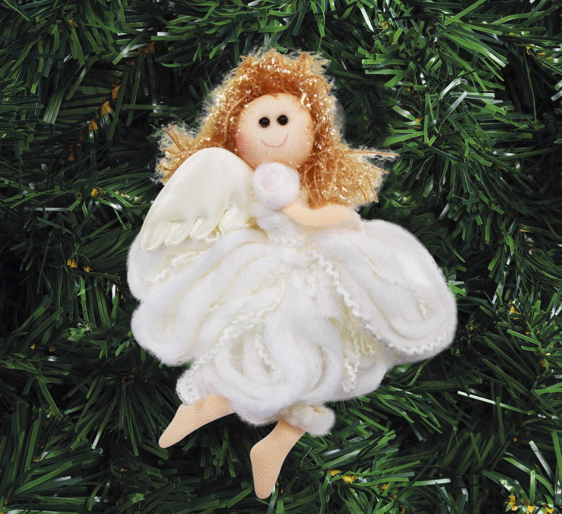 16 cm Andělská holčička s propracovanými detaily