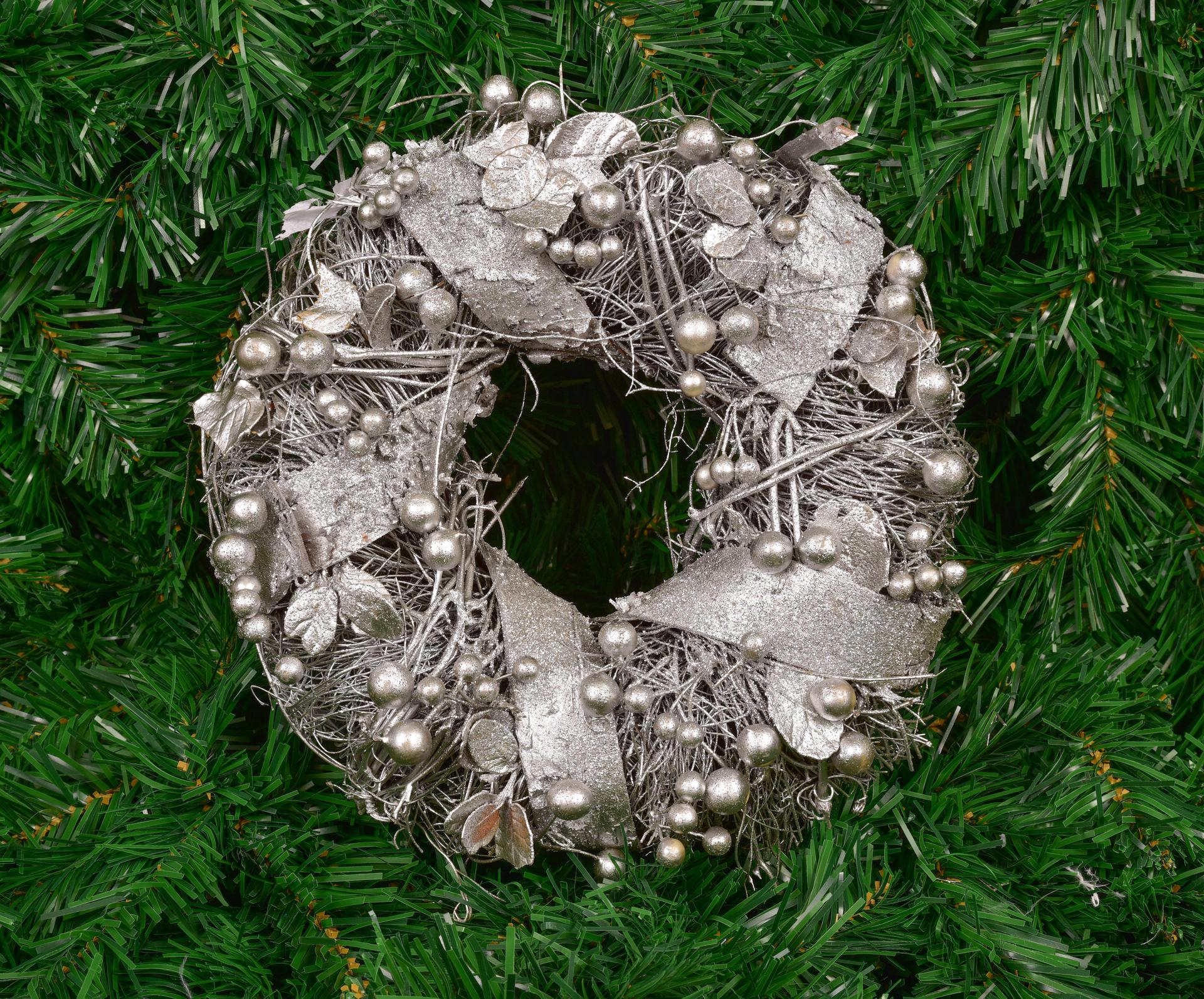 Dekorativní věnec proutěný stříbrný