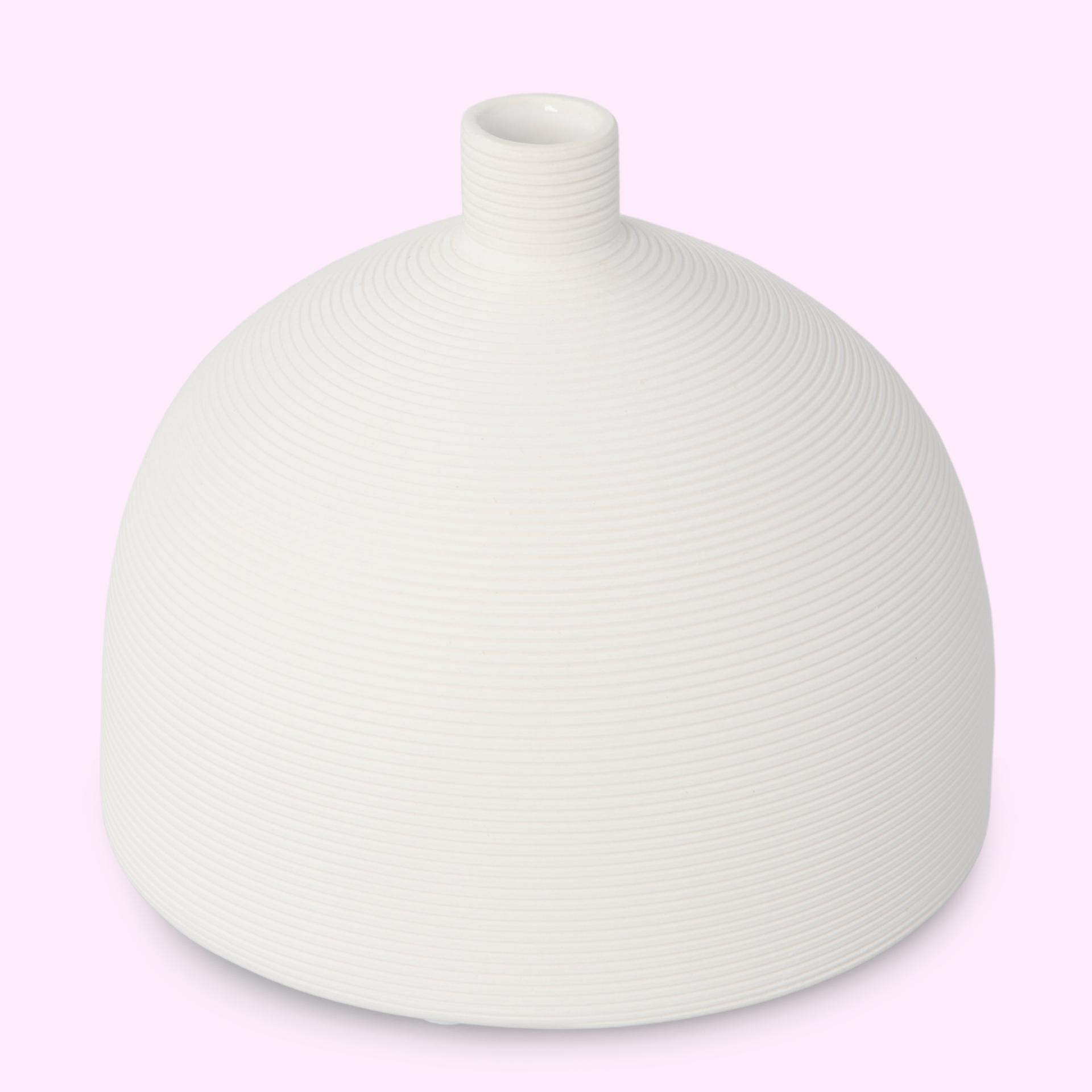 Porcelánová váza, reliéfní struktura