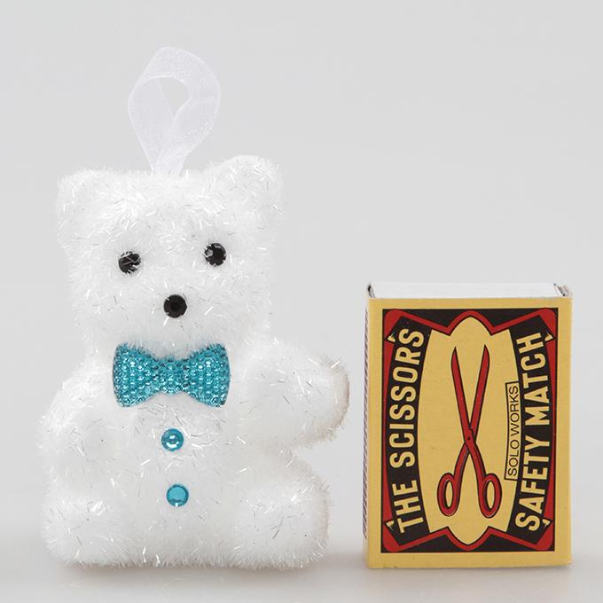 4 ks bílých medvídků, s tyrkysovým motýlkem