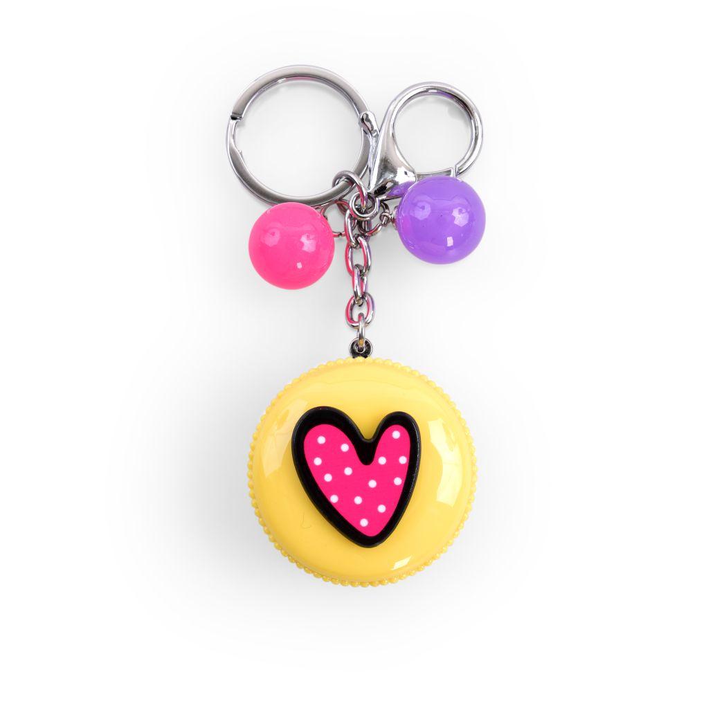 PŘÍVĚŠEK MAKRONKA na kabelku či klíče žlutá se srdíčkem