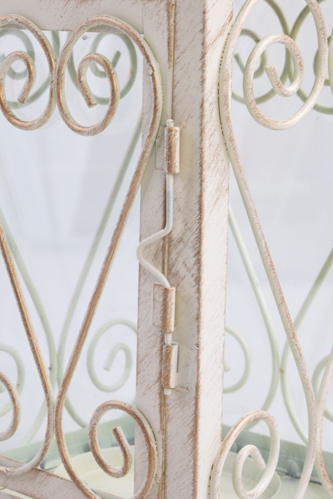 Kovová lucerna, se skleněnými