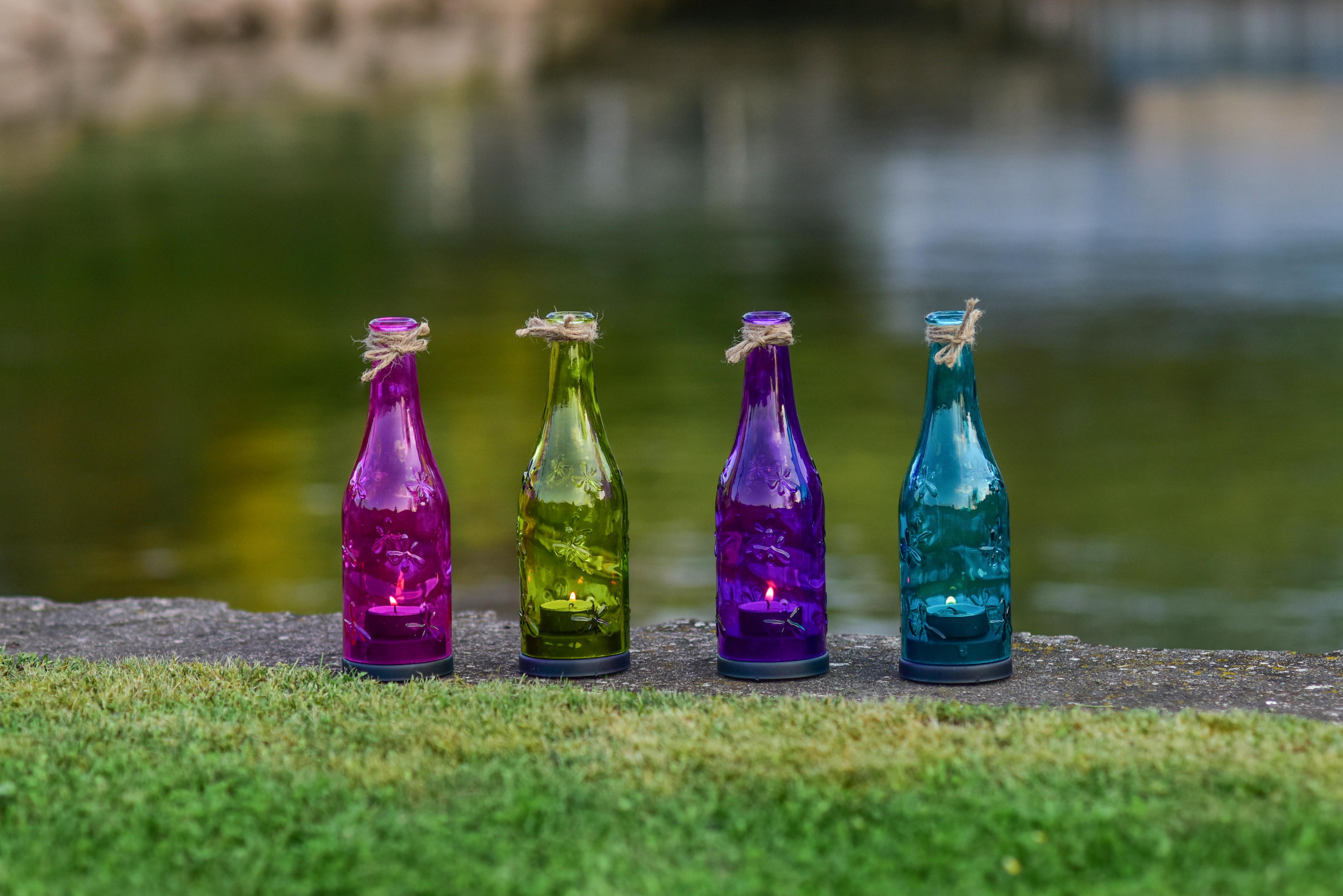 Barevná lahev, svícen na čajovou svíčku