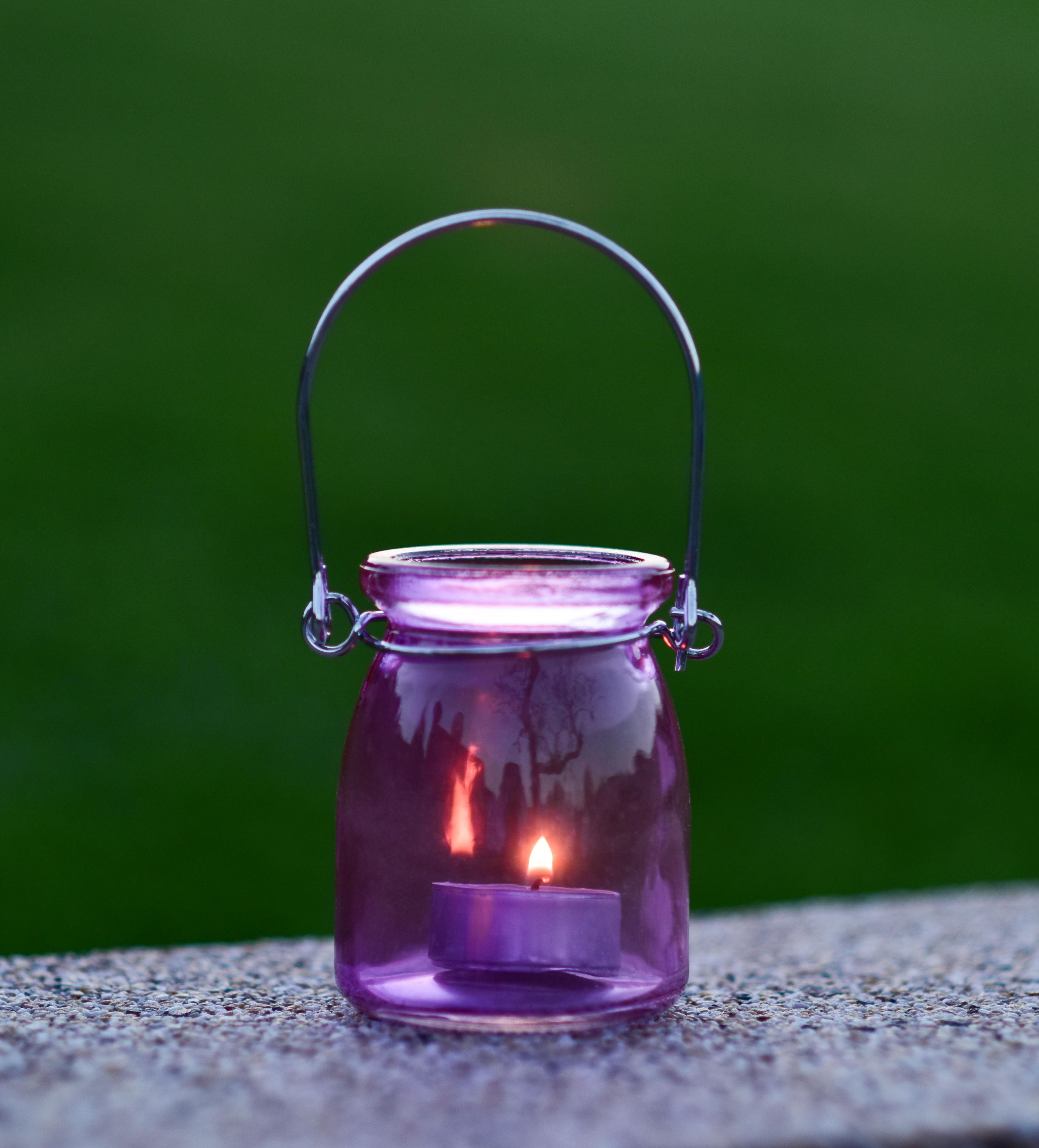 Skleněný svícen na čajovou svíčku lila