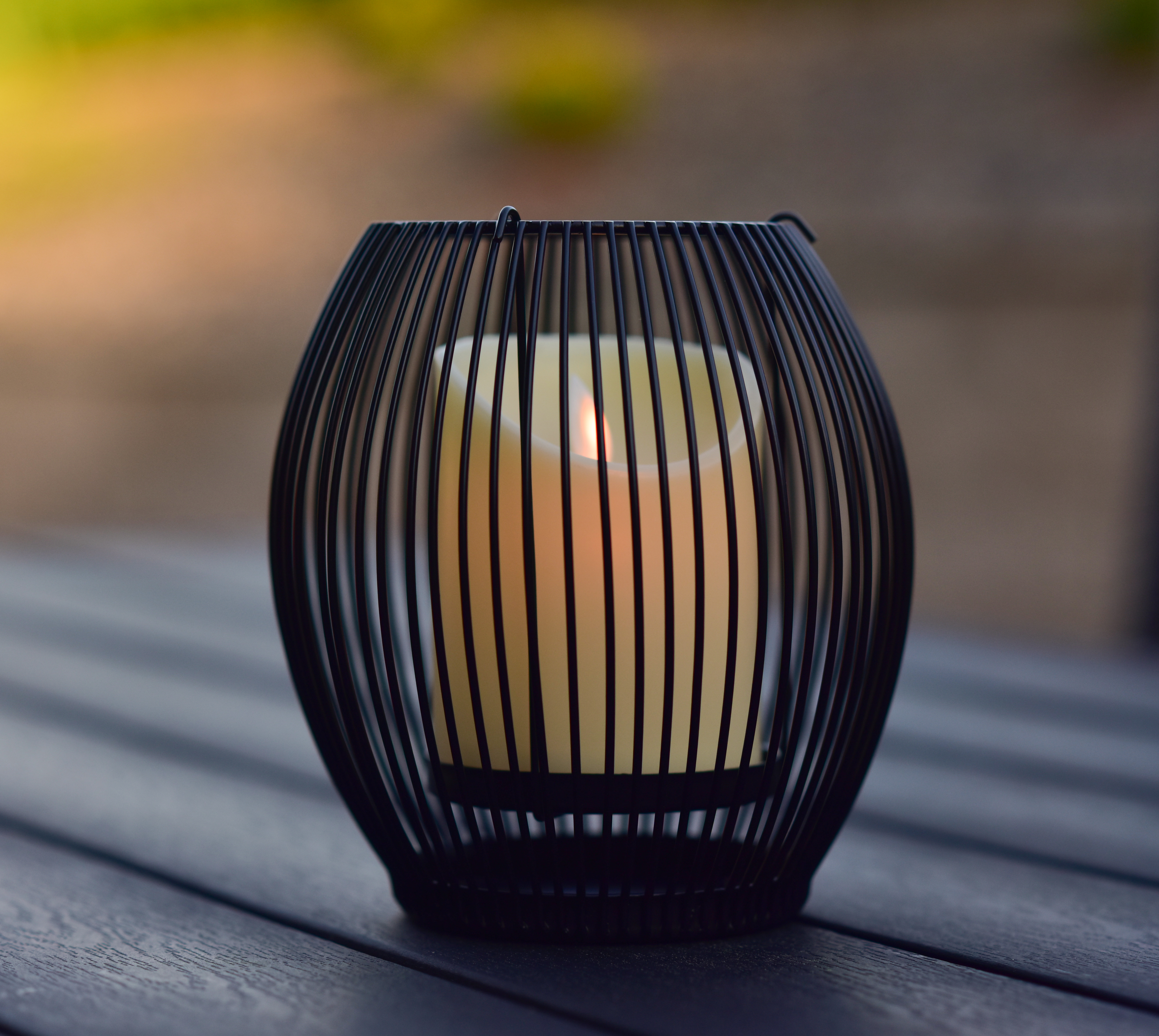 Kovový svícen mřížkovaný černý