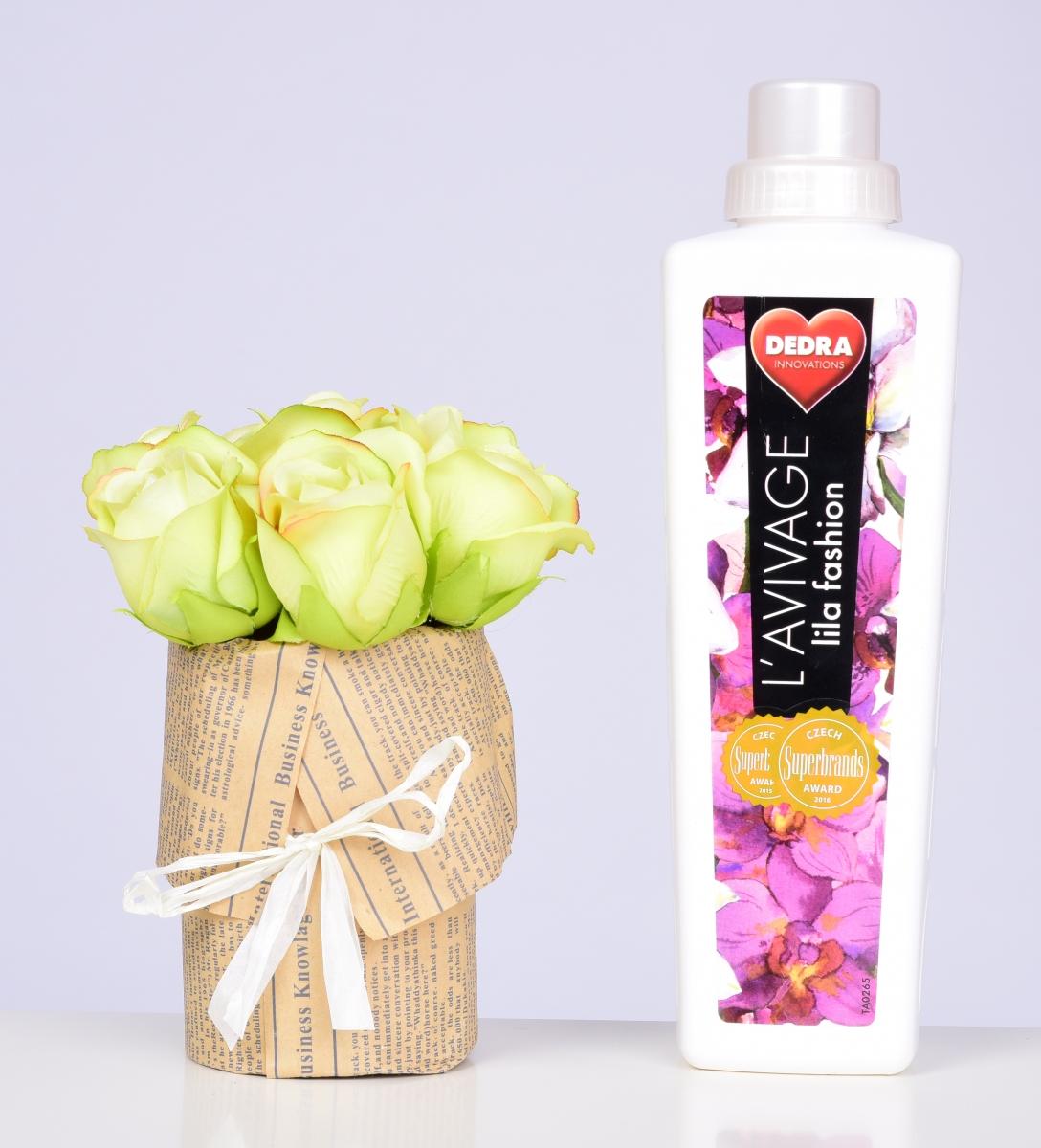 DA98332-Kytice RUŽÍ zelená v kvetináči ateliérová kvetina