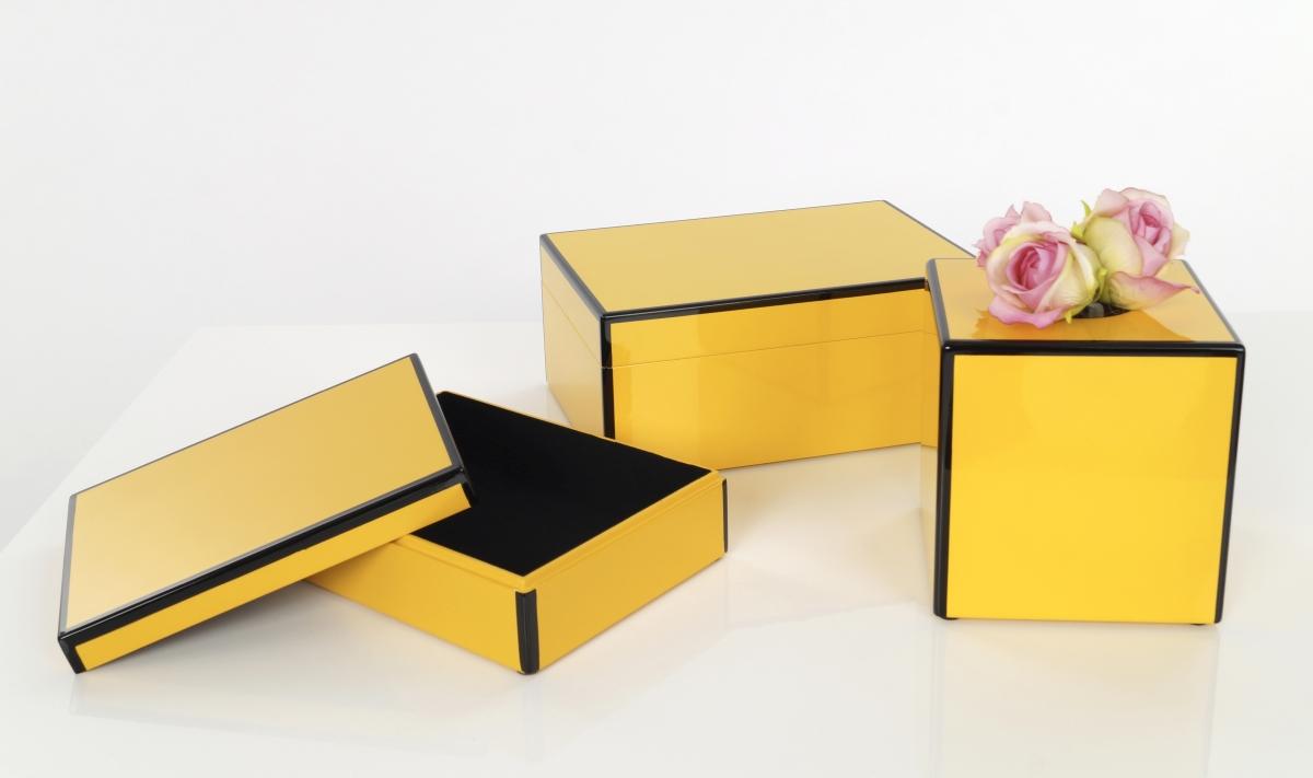 Dřevěná šperkovnice žlutá  s černou konturou