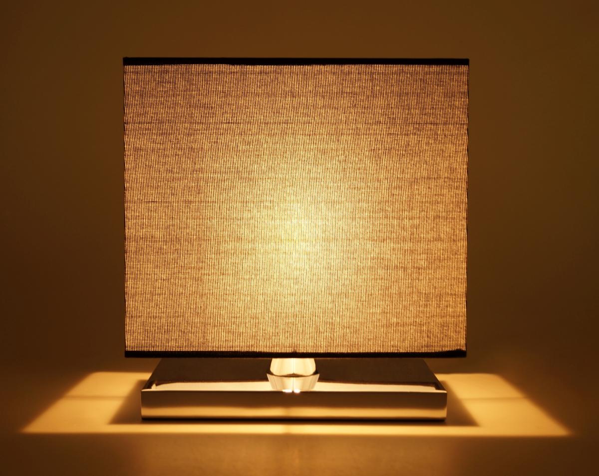 METALLICER stolní lampa s chromovaným podstavcem