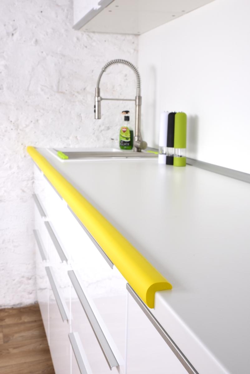 NÁRAZNÍKOVÝ PÁS na hrany nábytku délka 2 m  žlutý
