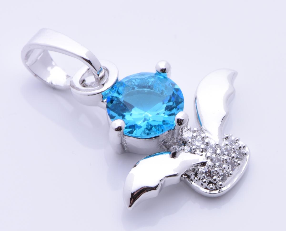 Přívěšek se zirkony, barva akvamarínu