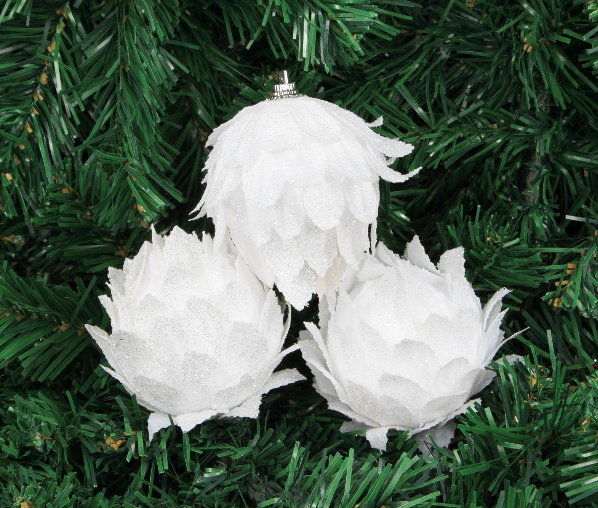 3 ks poupat lotosu bílých s třpytivým finišem výška 7,5 cm