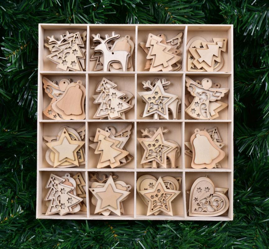 48 ks kolekce ozdob, vánočních dřevěných