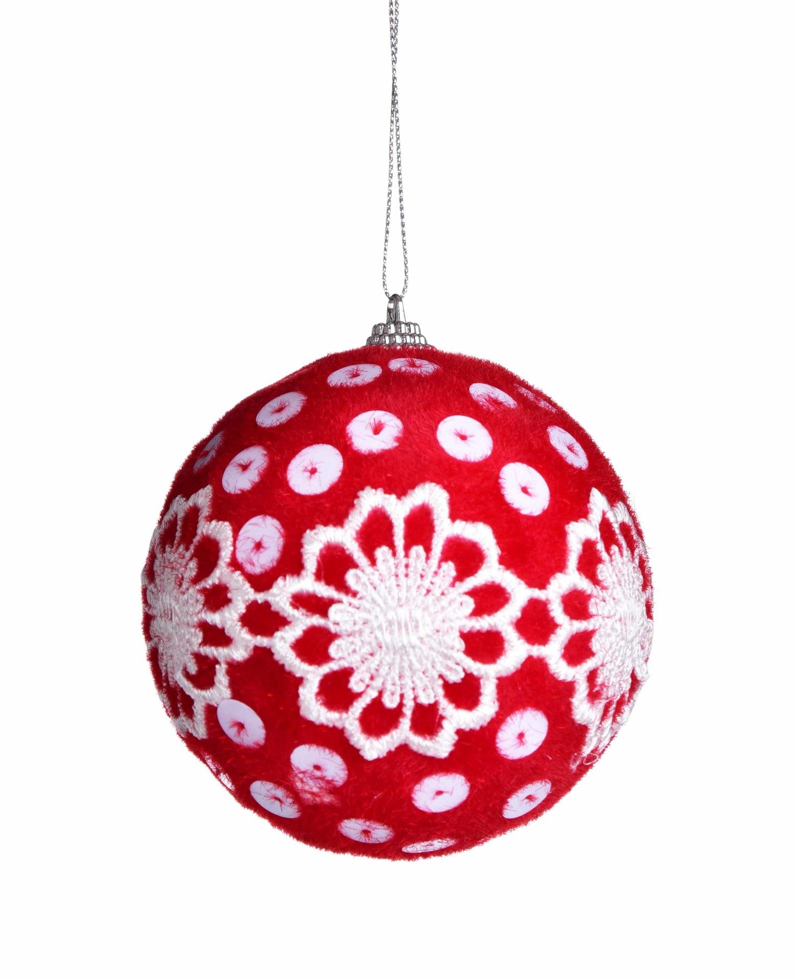 1 ks červená koule s bílou výšivkou, průměr 8,5 cm