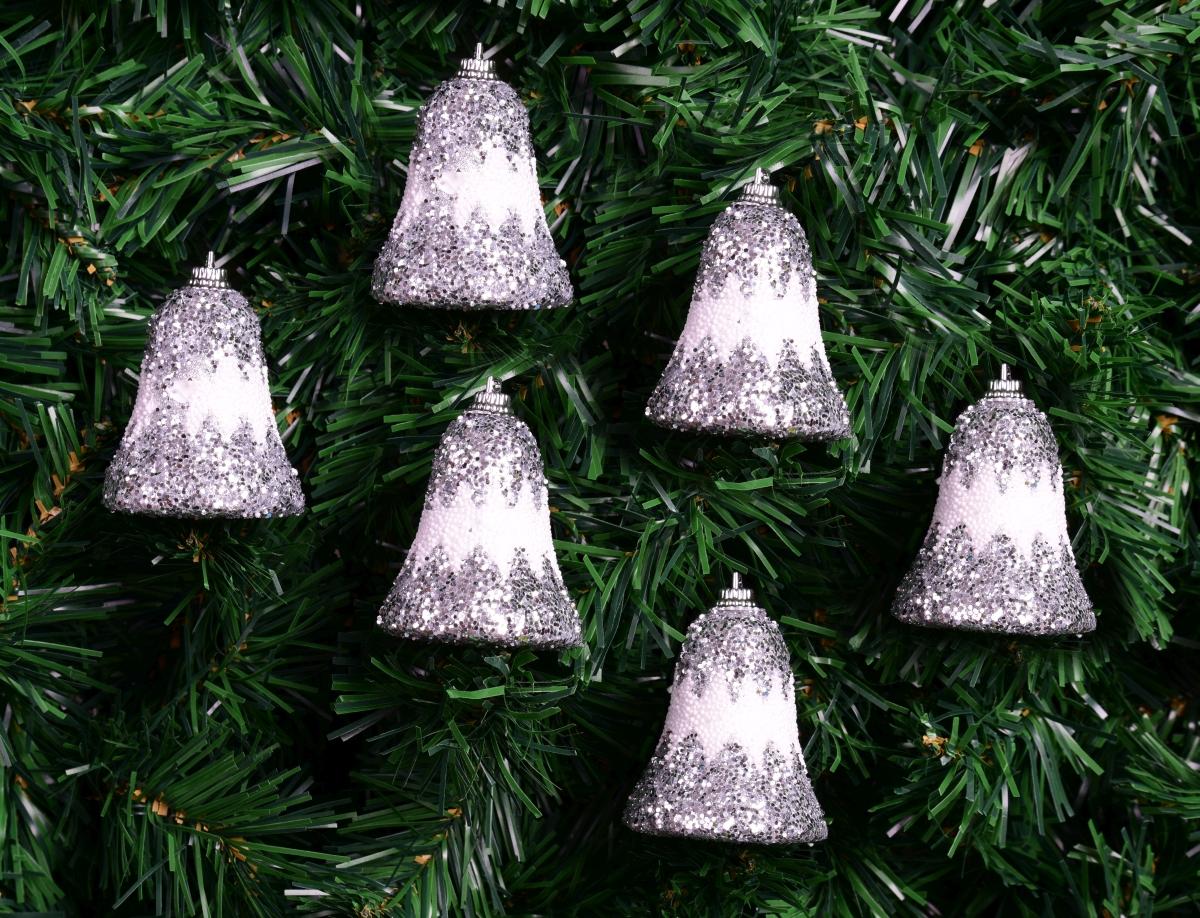 6 ks bílých zvonečků, se stříbrnými flitry