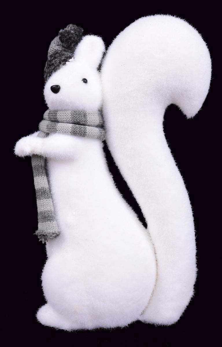 Veverka s pletenou čepicí a šálou,  výška 35 cm