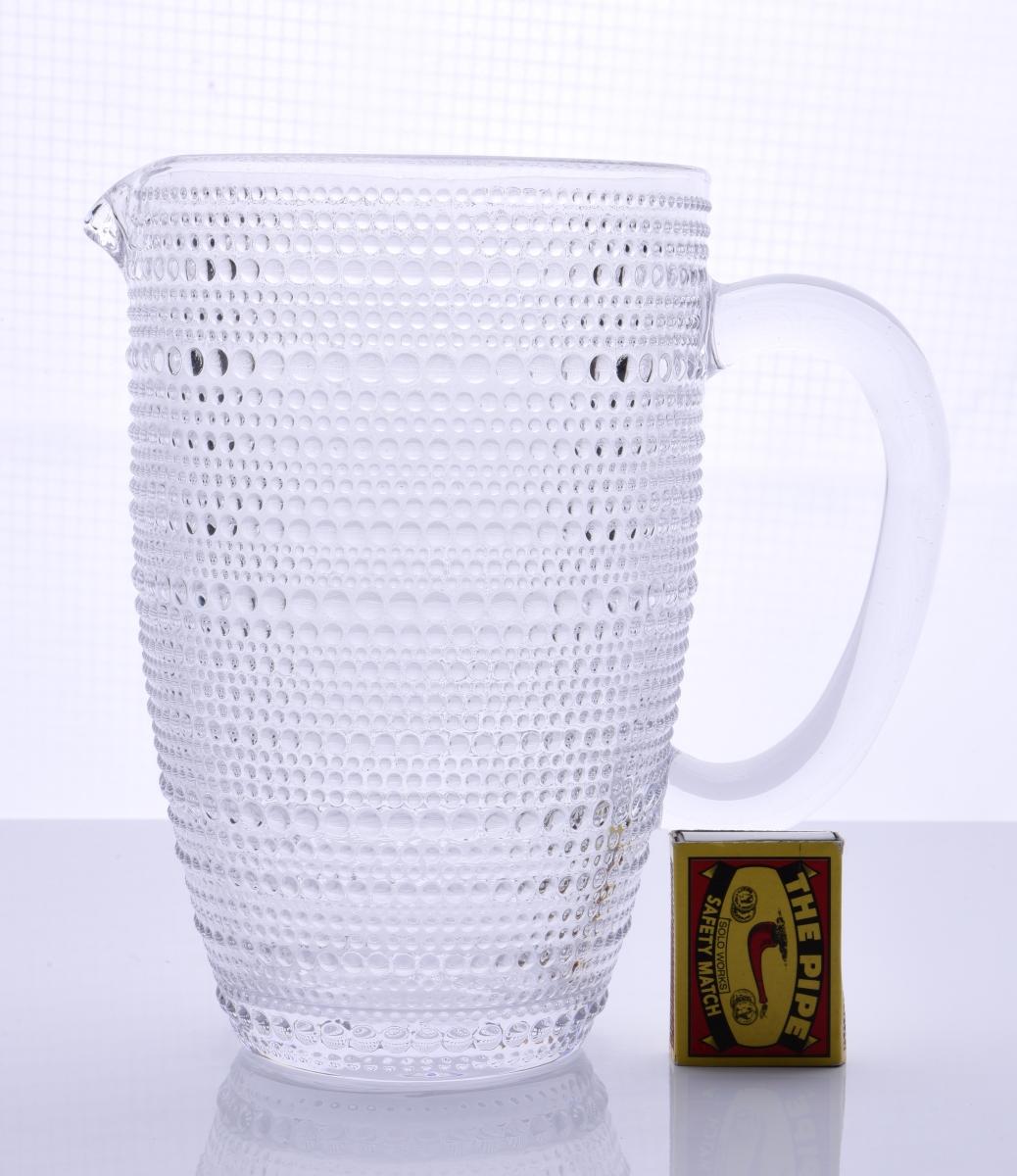 Velký skleněný džbán  s uchem reliéfní povrch