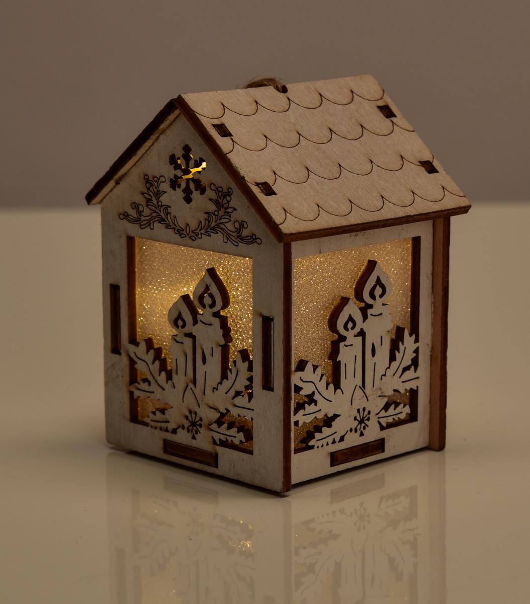 Dřevěný domek  s motivy svíček LED osvětlení
