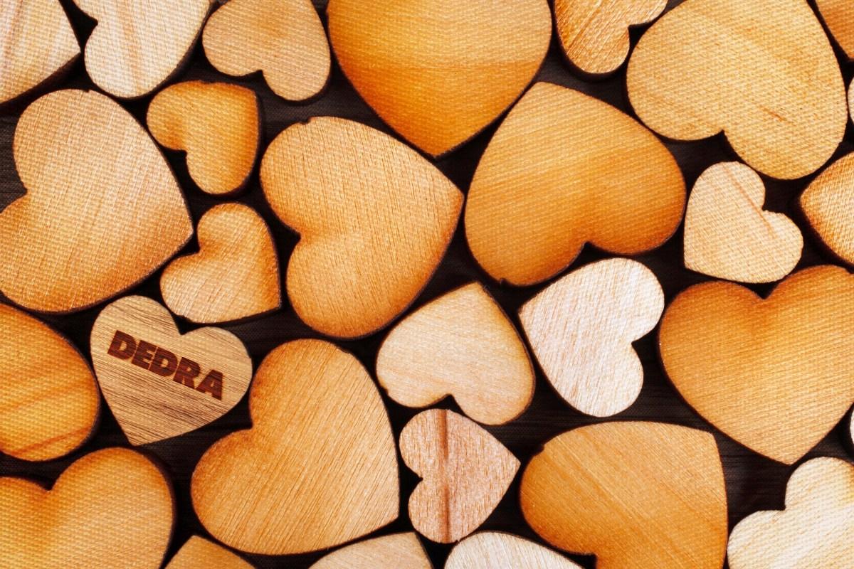 DESIGNOVÉ PROSTÍRÁNÍ omyvatelné s fotopotiskem  dřevěná srdíčka