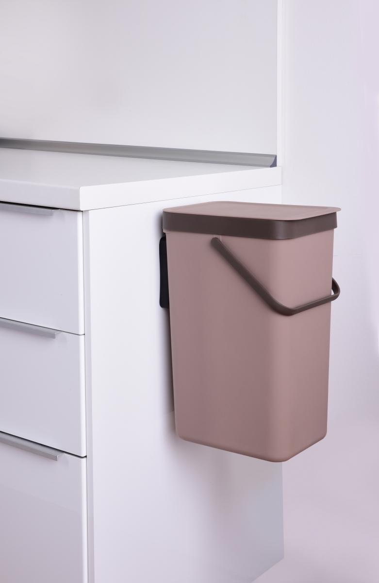18 L závěsný odpadkový koš s odklápěcím víkem a uchem kávový