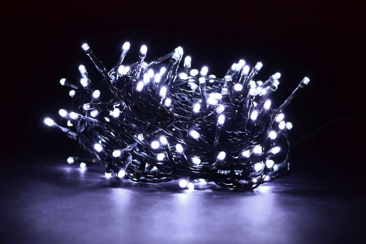 LED světelný řetěz 200 diod, 8 programů + memory funkce,, studené bílé světlo