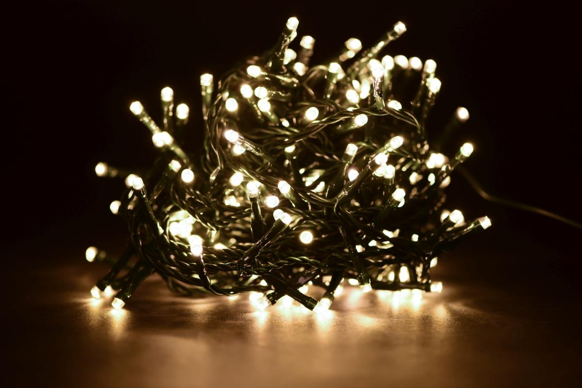 LED světelný řetěz 200 diod, 8 programů + memory funkce,, teplé bílé světlo,