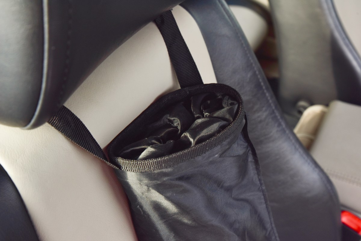 Závěsný odpadkový vak/koš do auta