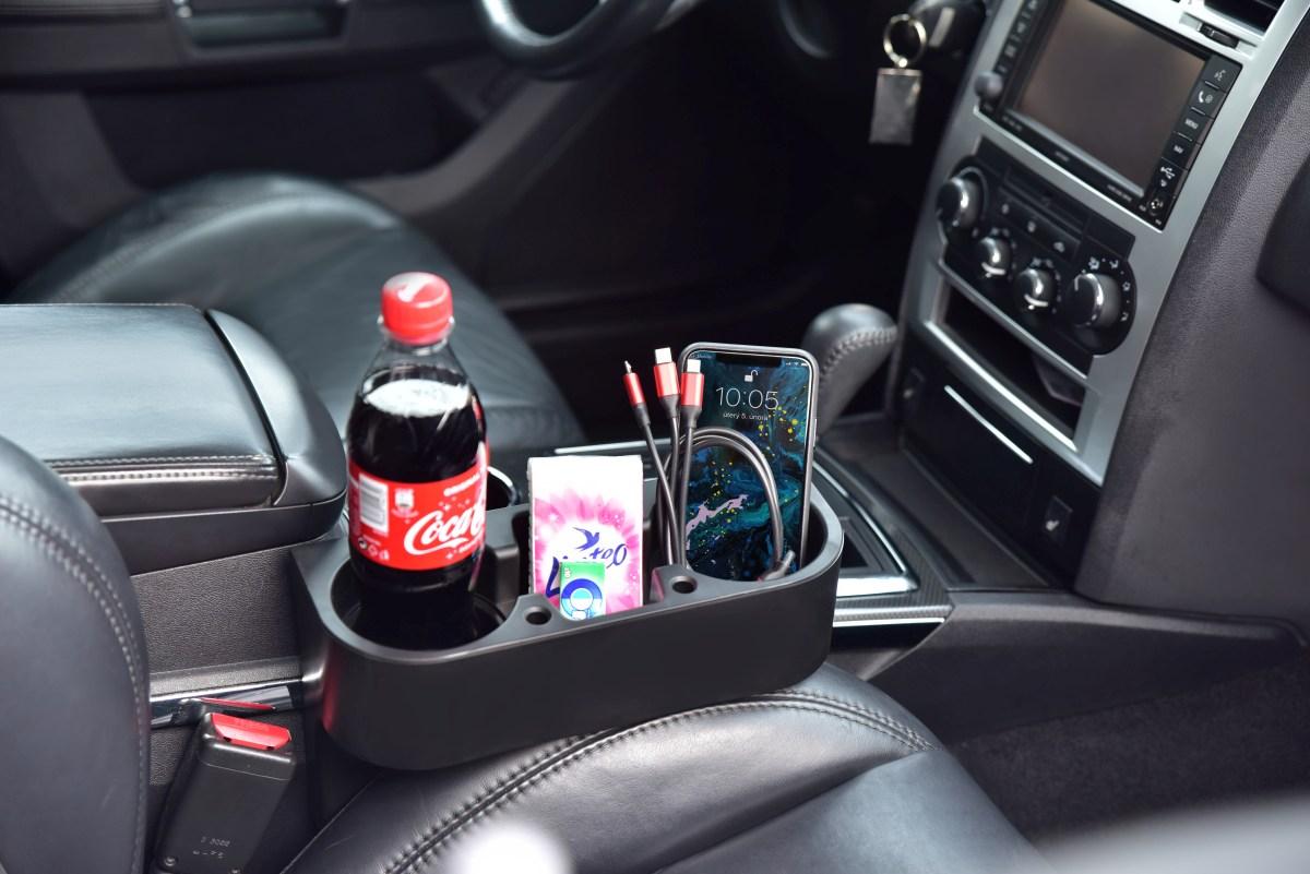 Držák nápojů vedle sedadla do auta,, snadné upevnění mezi přední nebo zadní sedadla