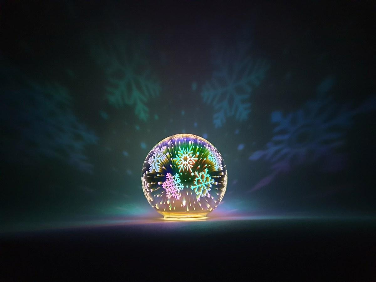 14 cm 3D svítící LED koule stojací