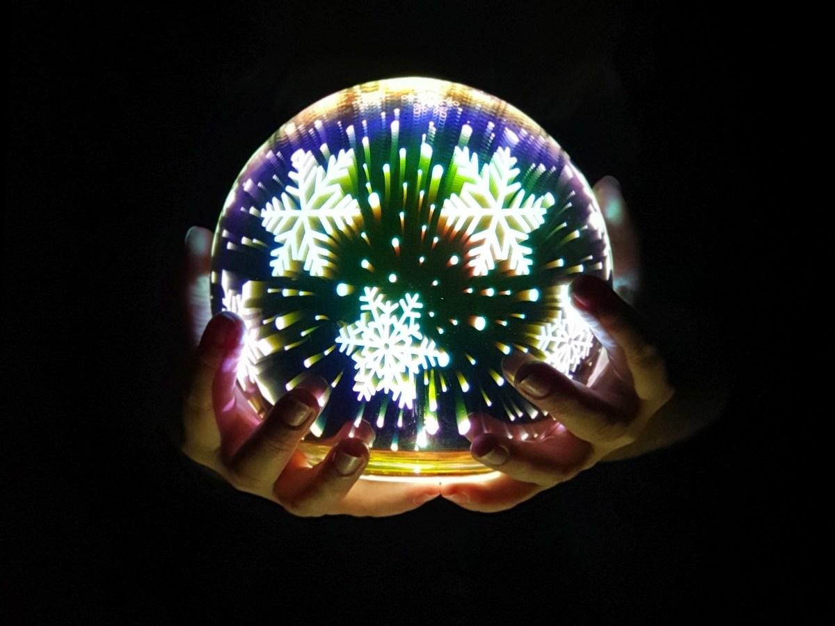 14 cm 3D svítící LED koule, stojací