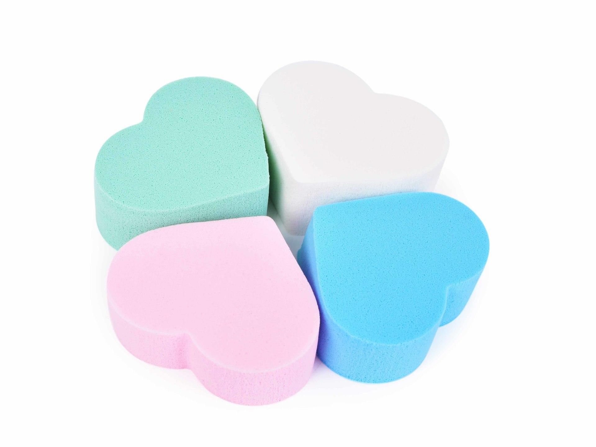 4 ks kosmetické houbičky na make-up ve tvaru srdce