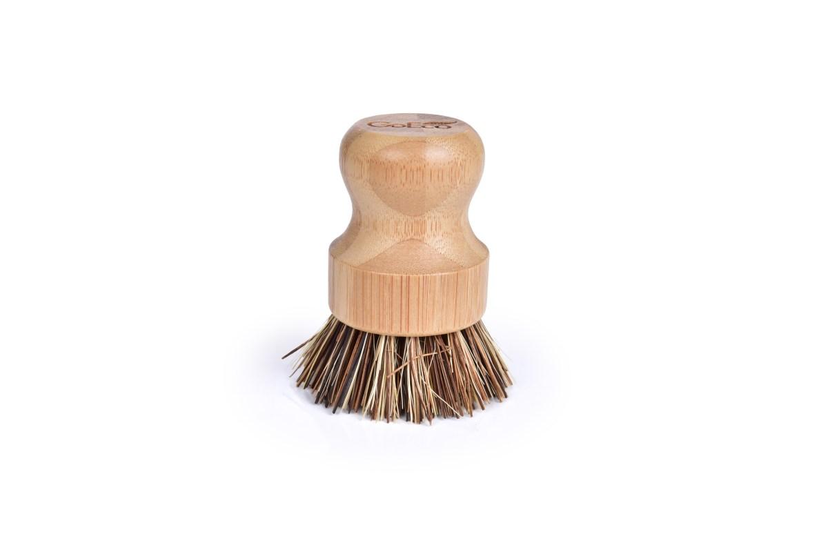 Bambusová okrúhla kefa so štetinami z palmových vlákien GoEco®