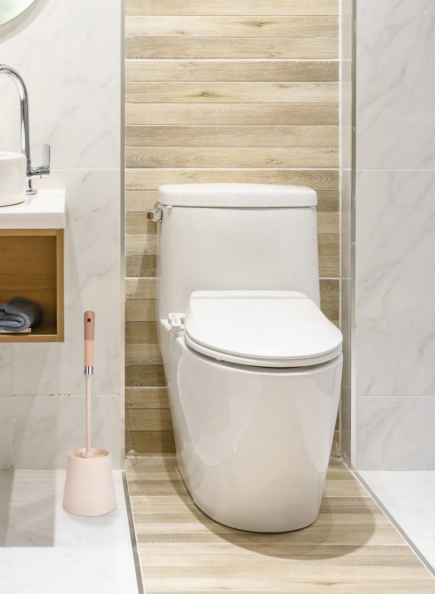 WC štětka volně stojící s rukojetí z bukového dřeva NATURAL LOOK