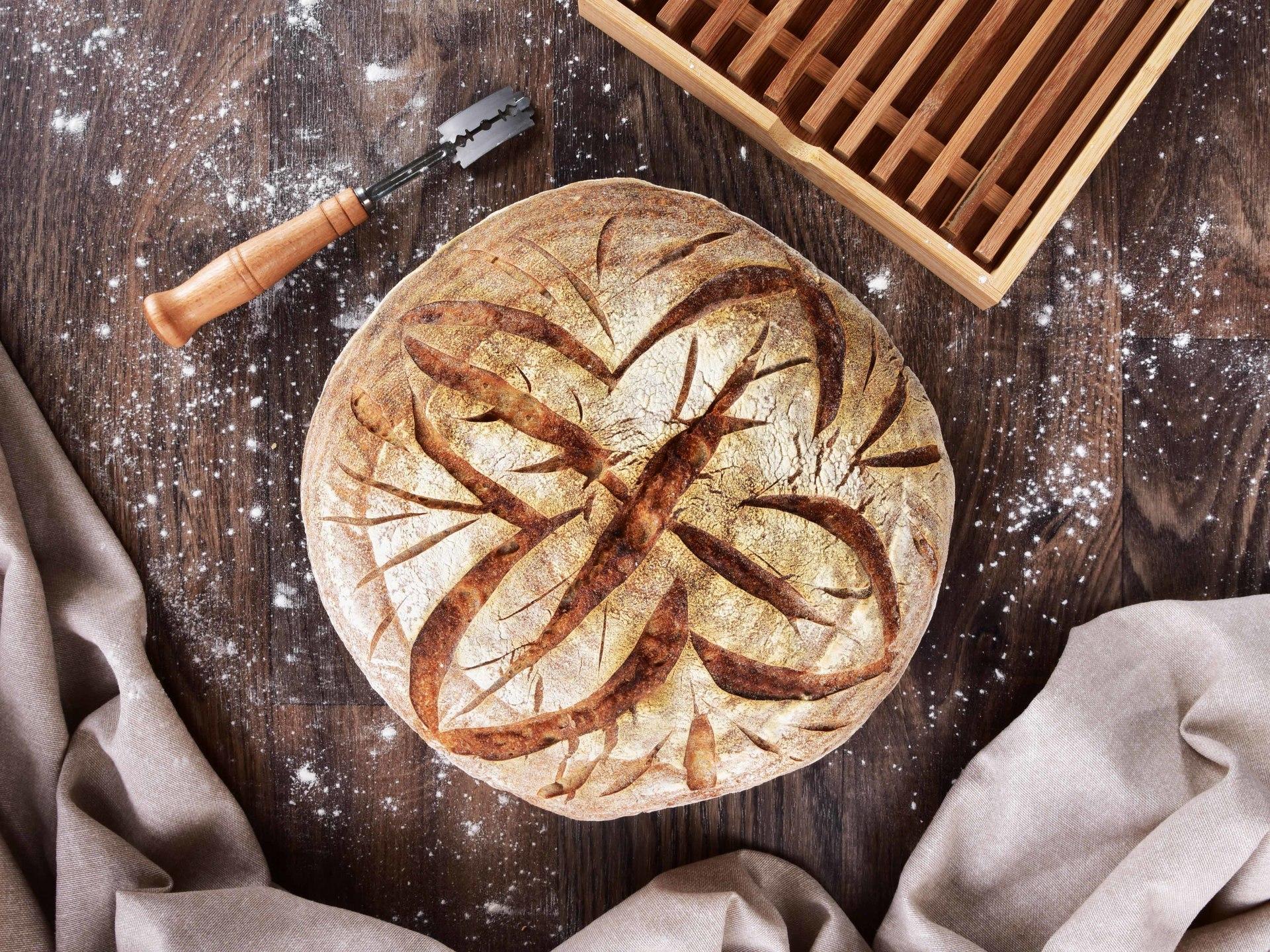 25 cm DŘEVĚNÁ OŠATKA na chléb, FARMÁŘ, s látkovým potahem