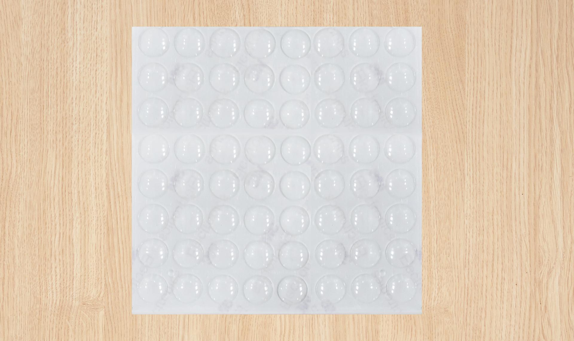 64 szt. Podk³adki samoprzylepne- amortyzatory uderzeñ drzwi i szuflad ¶rednica ok. 1,2 cm