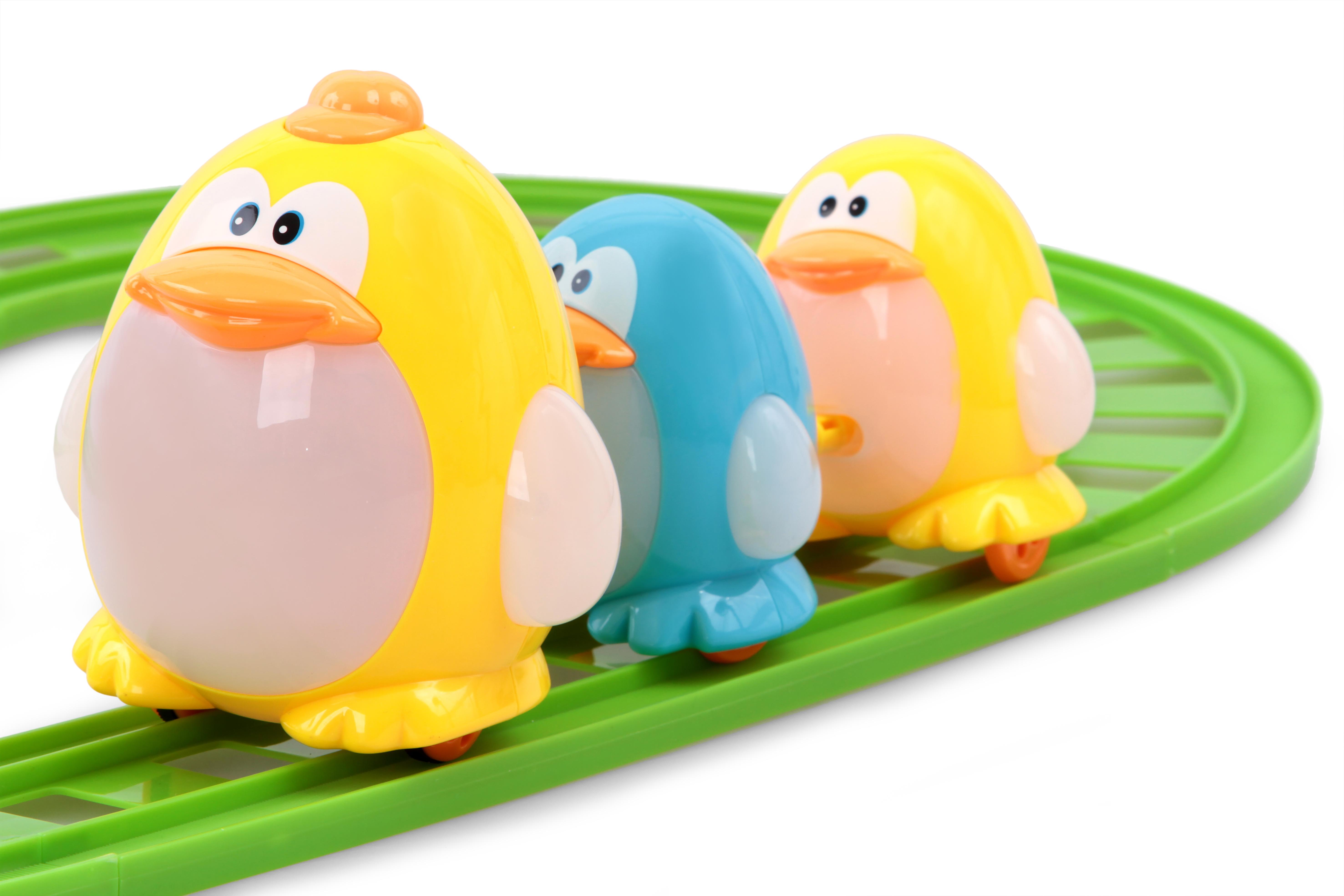 Trio batolících se tučnáků na kolejích hračka