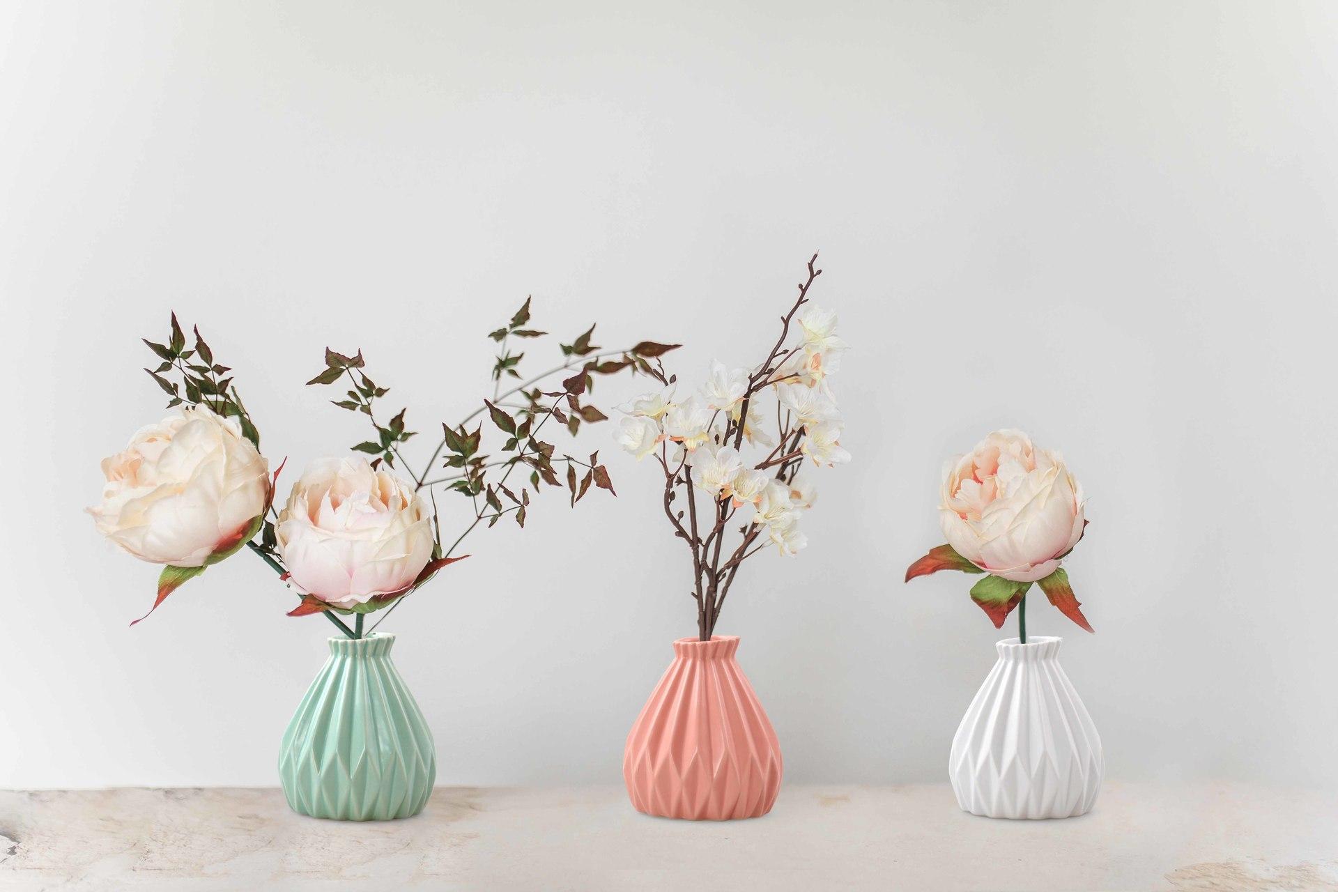 Dekorativní váza, keramická reliéfní