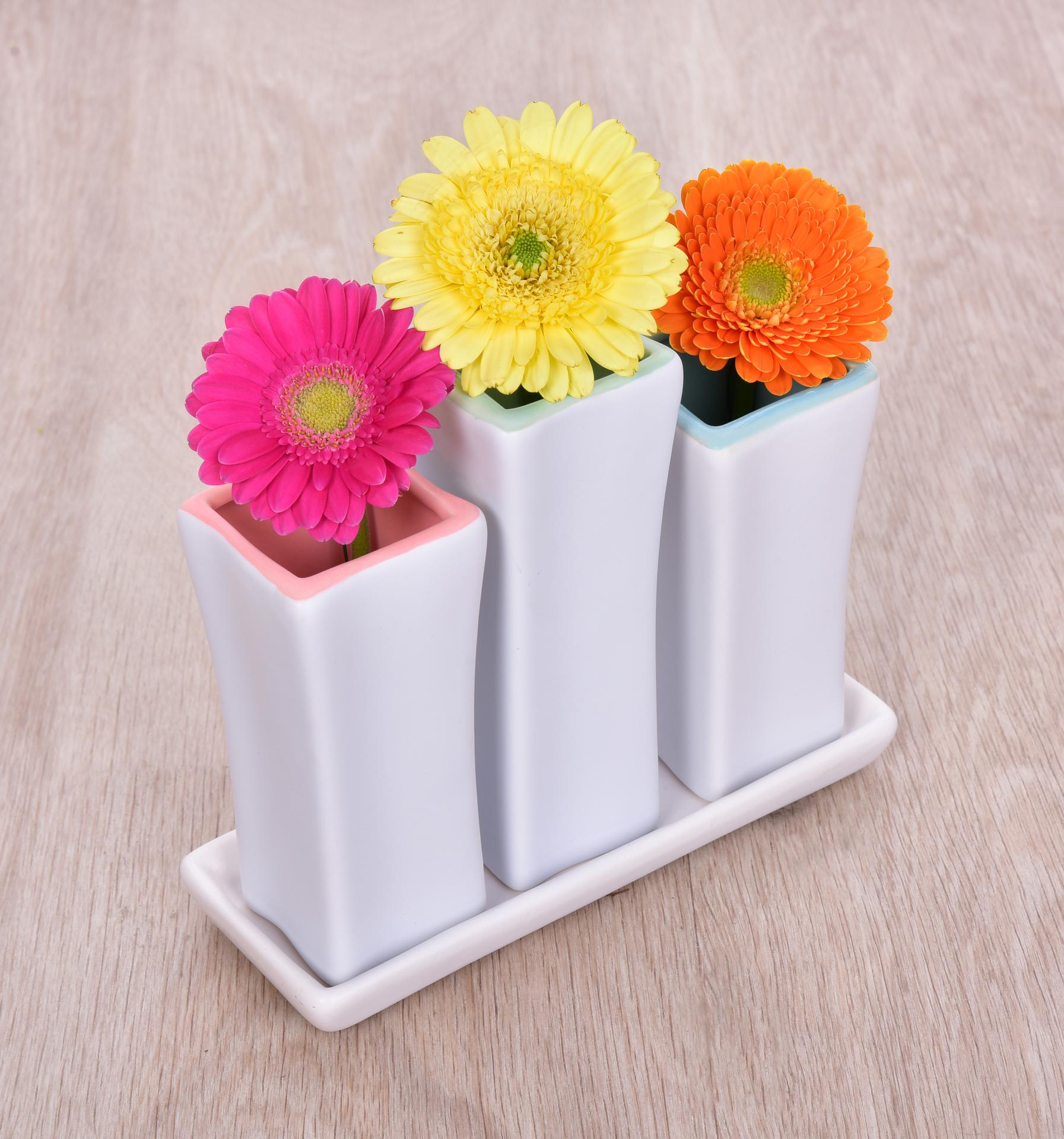 3 ks keramická váza, na keram. podstavci